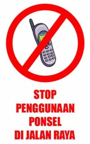 stop-penggunaan-ponsel-di-jalan-raya